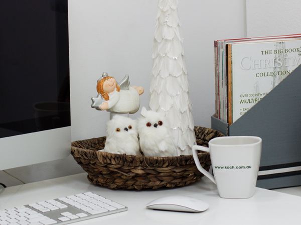 simple christmas decorating ideas for your office