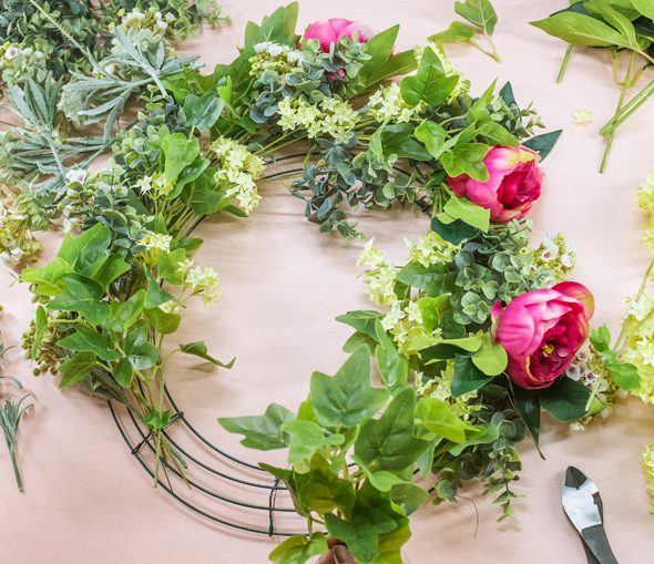 How to use a wire wreath frame - 3