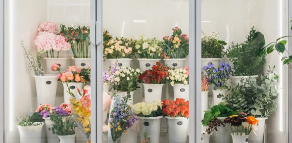 Managing flowers for outdoor wedding and events - flower storage