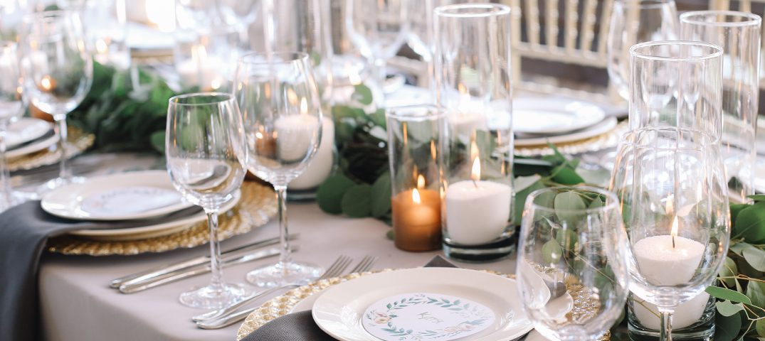 Ideas on how to decorate a table with candles