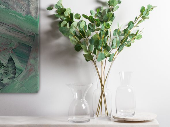 Learning how to clean vases with a narrow neck is easy, see our tips