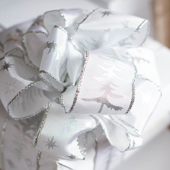 Ribbon Taffeta Xmas Tree White Silver Wire Edge (38mmx10m)