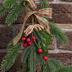 Christmas Flowers - Berry with Pine Pick Pack 4 Red (25cm)